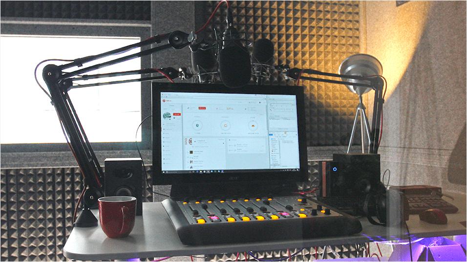 Broadcast Talk Music Online Radio