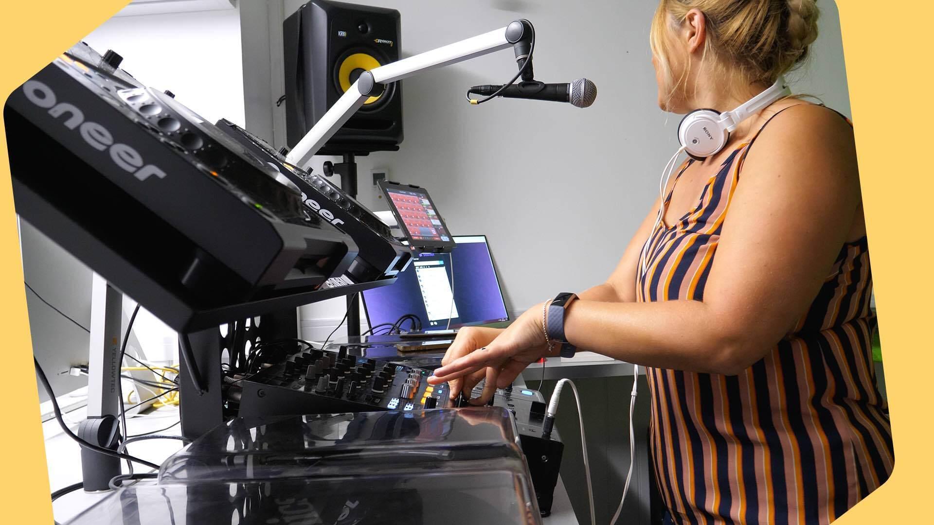Start internet radio station house fm header